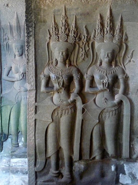 1.1289777088.bas-relief-carvings-on-a-wall-at-angkor-wat