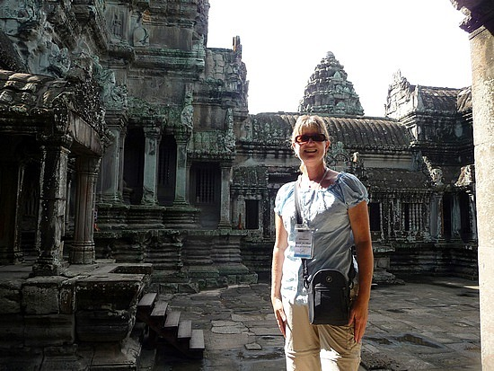 1.1289777088.in-a-courtyard-in-the-hightest-tower-at-angkor