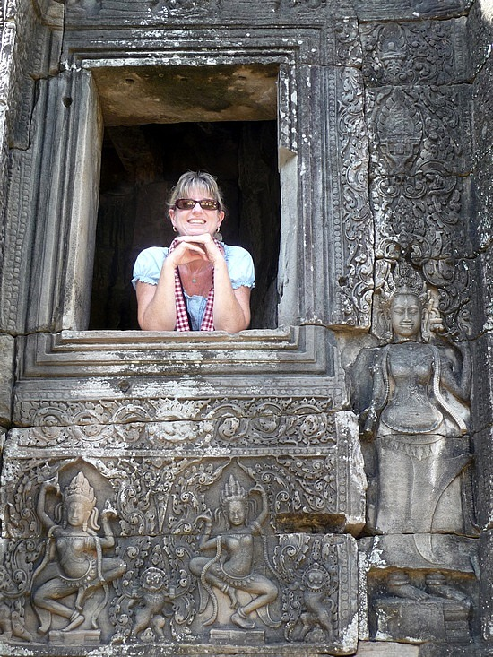 1.1289777088.looking-out-of-a-window-a-the-bayon-temple