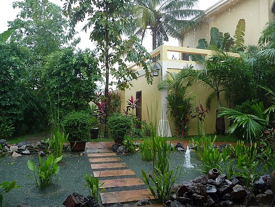 1.1289777088.my-hotel-during-the-tropical-rainstorm
