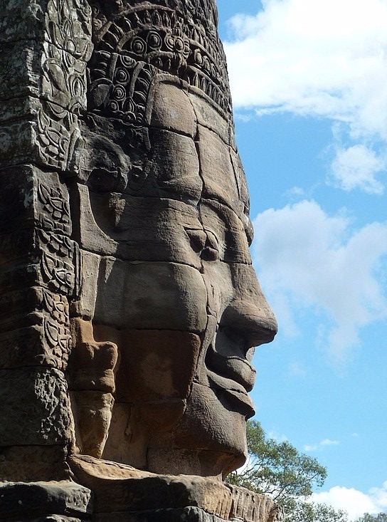 1.1289777088.one-of-the-many-faces-on-a-tower-at-bayon-temp