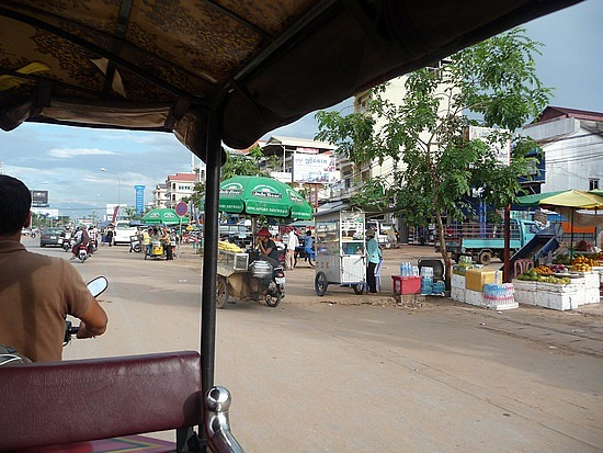 1.1289777125.my-view-from-a-tuk-tuk-in-the-streets-of-siem-
