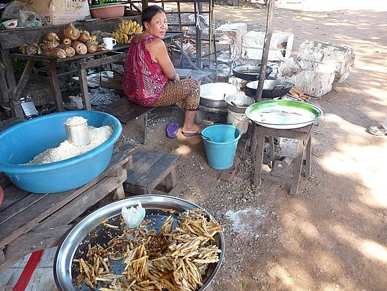 1.1289777125.woman-at-village-store-selling-fried-banana-st