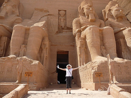 1.1285974917.me-in-front-of-the-great-temple-of-ramses-ii