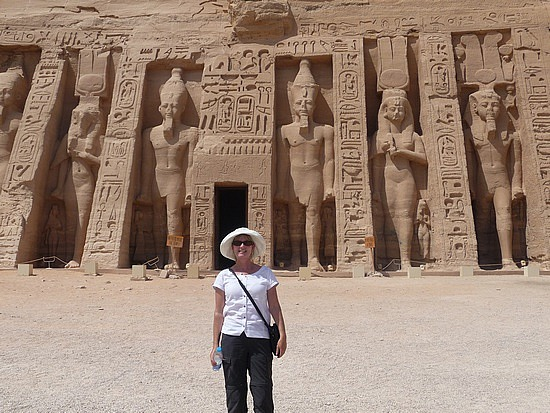 1.1285974917.me-in-front-of-the-hathor-temple