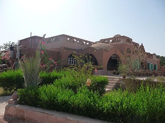 1.1285974917.nubian-house