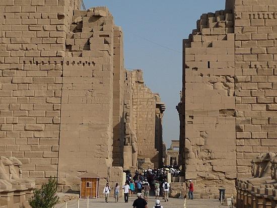 1.1286107791.entering-the-first-pylon-at-karnak