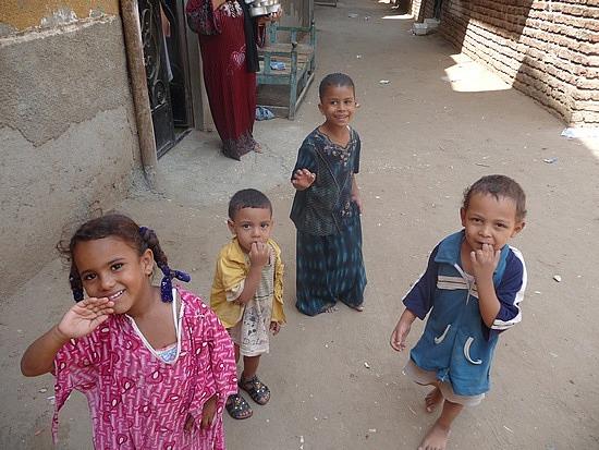 1.1286107791.kids-in-the-village-near-the-dahabiya