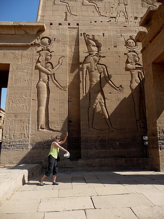 1.1286528294.isis-osaris-and-horus-at-the-philae-temple