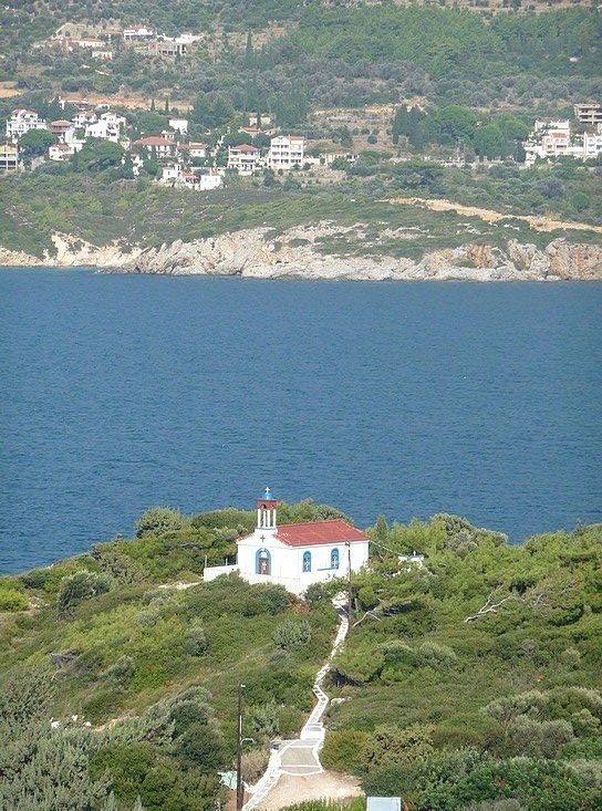 1.1284888836.a-church-with-a-few-to-samos-town
