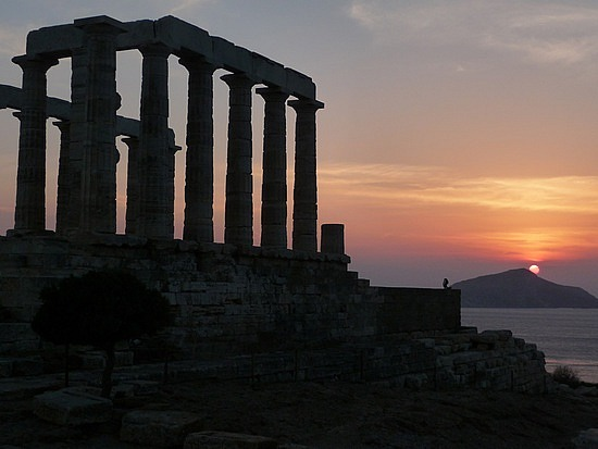1.1285159957.the-sunset-at-temple-of-poseidon-at-cape-souni
