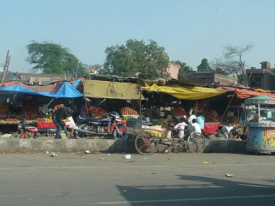 1.1287876040.on-the-road-to-agra-outdoor-market