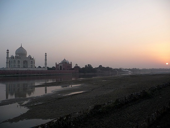 1.1287876040.the-taj-mahal-at-sunset
