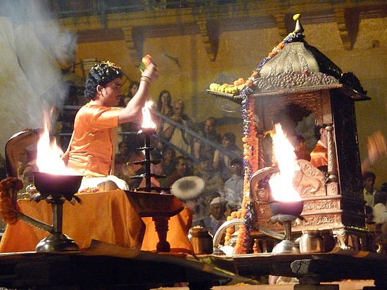 1.1288048865.1_ganga-aarti-ceremony-at-dasaswamedh-ghat