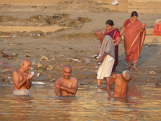1.1288048865.bathing-in-the-ganges