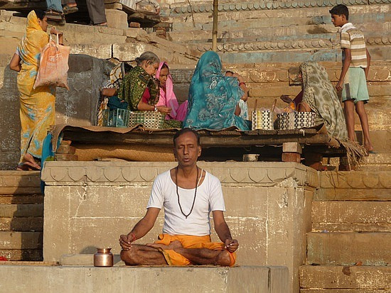 1.1288048865.meditating-at-sunrise-on-the-ganges