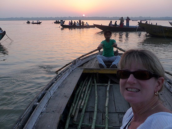 1.1288048865.sunrise-boat-ride-on-the-ganges