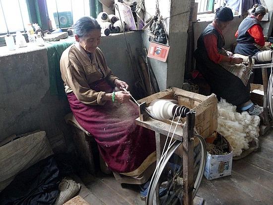 1.1288683822.weaver-at-tibetan-refugee-self-help-center