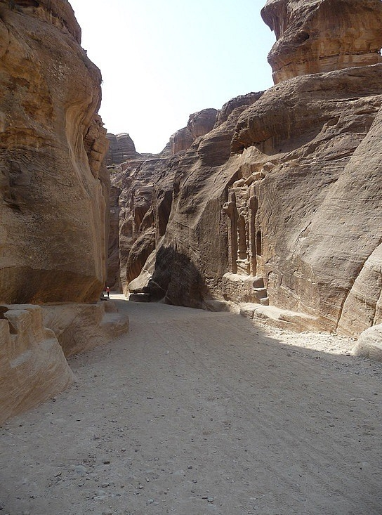 1.1286407065.the-entry-to-the-siq-in-petra