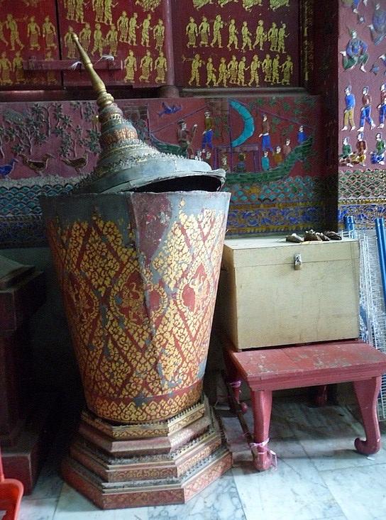 1.1289517873.funeral-urn-at-wat-xieng-thong