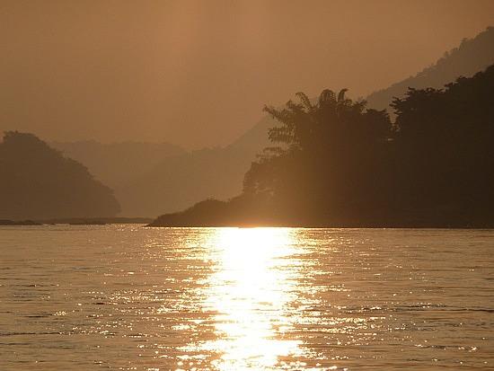 1.1289517873.sunset-on-the-mekong-river