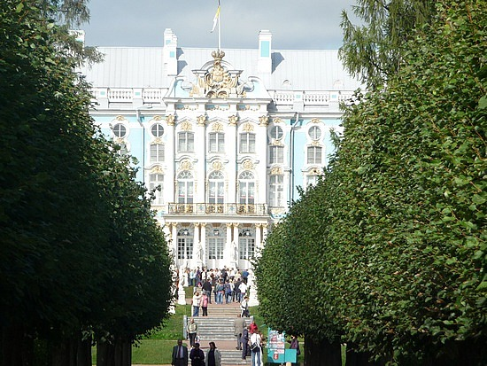 1.1283003110.view-of-catherine-s-palace-through-the-trees
