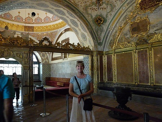 1.1283555270.me-in-imperial-counsel-chamber-topkapi-palace