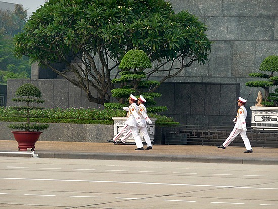 1.1288999430.goose-stepping-in-front-of-ho-chi-minh-mausole