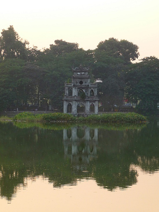 1.1288999430.ngoc-son-temple-at-hoan-kiem-lake
