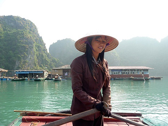 1.1288999430.our-boatwoman-at-vong-vieng-fishing-village