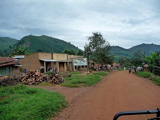 2.1319138980.the-town-of-buhoma-at-bwindi