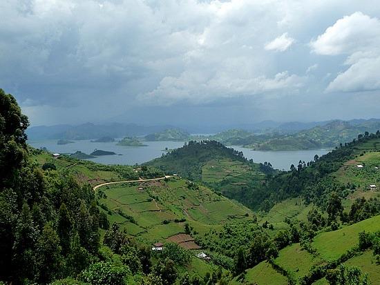 2.1319398215.lake-bunyoni-and-the-terraced-farmlands