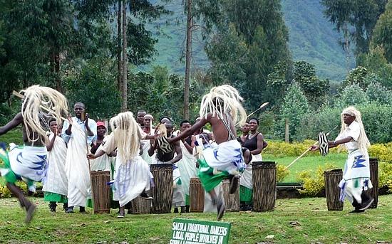 2.1319830319.sacola-traditional-dancers-at-vergunga