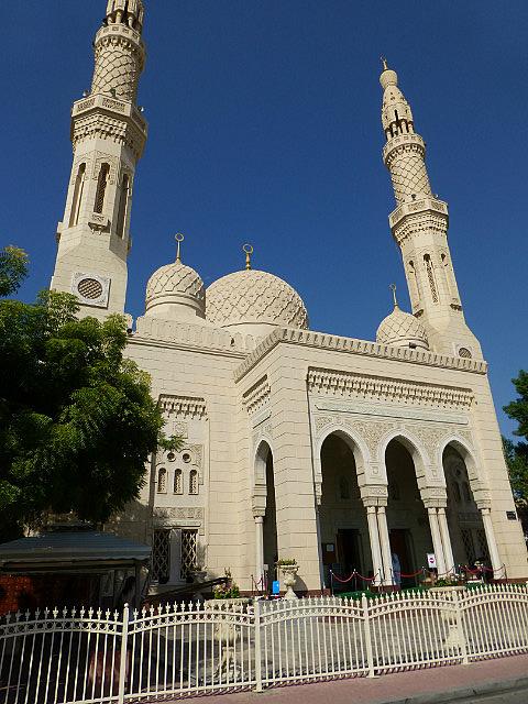 3.1349529021.jumeriah-mosque