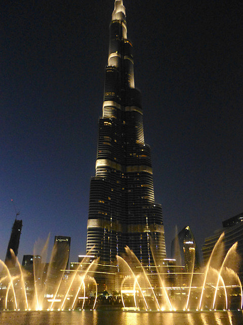 3.1349529021.the-burj-fountains
