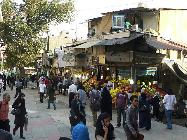 3.1349631813.market-outside-tadjrish-bazaar