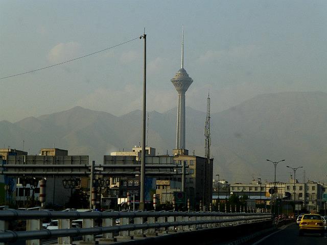 3.1349631813.tehran-s-space-needle-through-the-smog