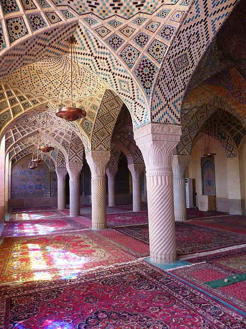 3.1350273040.inside-masjed-e-nasir-ol-molk-pink-mosque