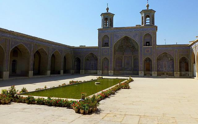 3.1350273040.masjed-e-nasir-ol-molk-pink-mosque