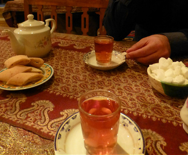 3.1350292583.tea-with-yummy-biscuits