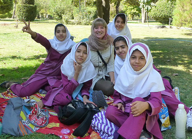 3.1350292583.with-schoolkids-bagh-e-eram-garden-of-paradi