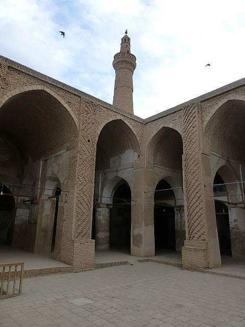3.1350495987.courtyard-in-jameh-mosque-in-na-an