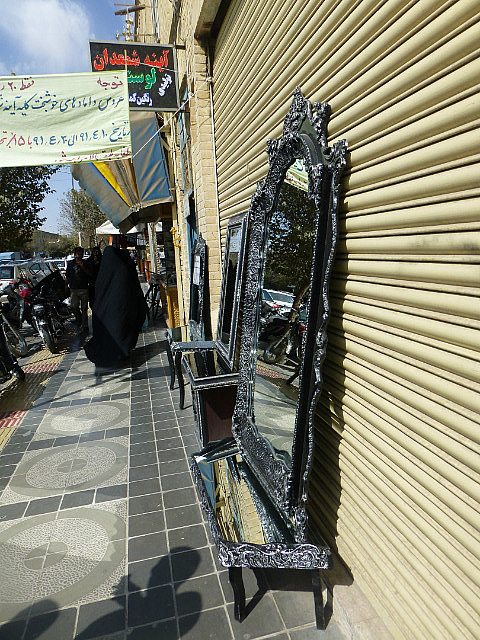 3.1350495987.mirrors-for-sale-on-the-streets-of-yazd