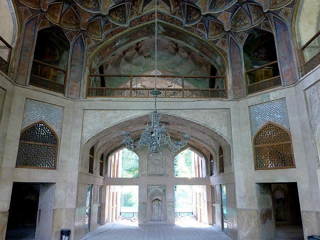 3.1350755218.1-inside-hasht-behesht-palace