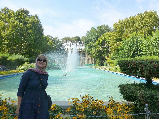 3.1350755218.gardens-outside-hasht-behesht-palace