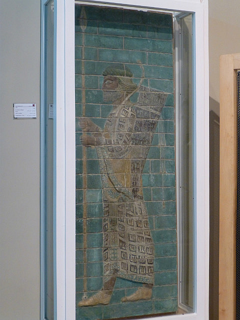3.1351356353.an-archer-on-glazed-bricks-from-shush-5-000-bc