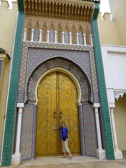 4.1380323668.knocking-at-the-royal-palace-gates