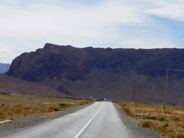 4.1380582984.driving-towards-the-high-atlas-mountains