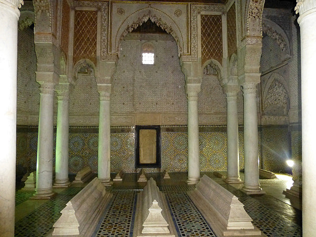 4.1380797503.the-saadian-tombs-ahmed-el-mansour-in-middle