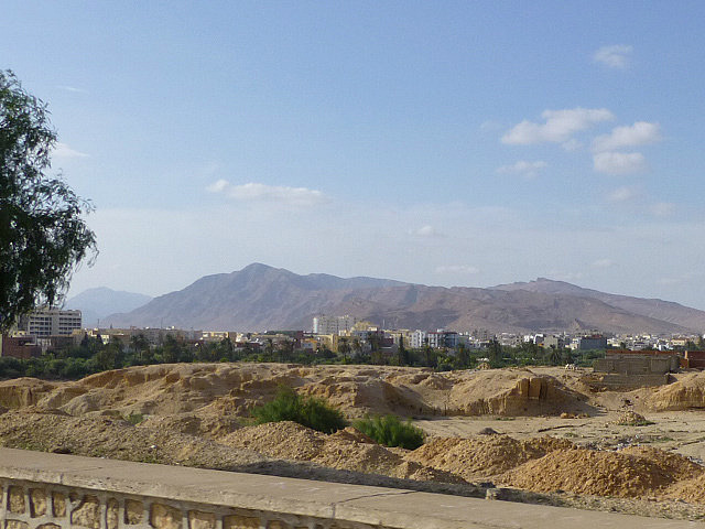 4.1381360931.looking-over-a-wadi-towards-the-atlas-mountain